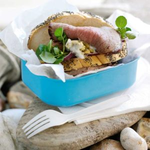 Beef sandwich with blue mayonnaise